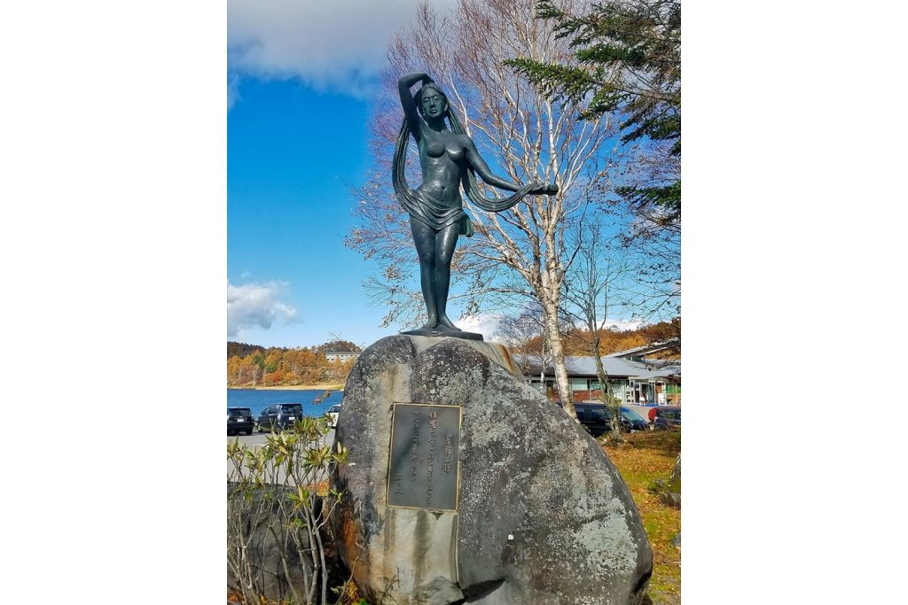 女神湖・女神像